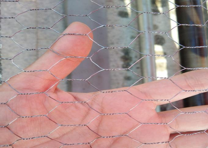 3 / 4 ''  Hole Galvanized Wire Hexagonal Wire Mesh , 0 . 5 MM Poultry Mesh Netting