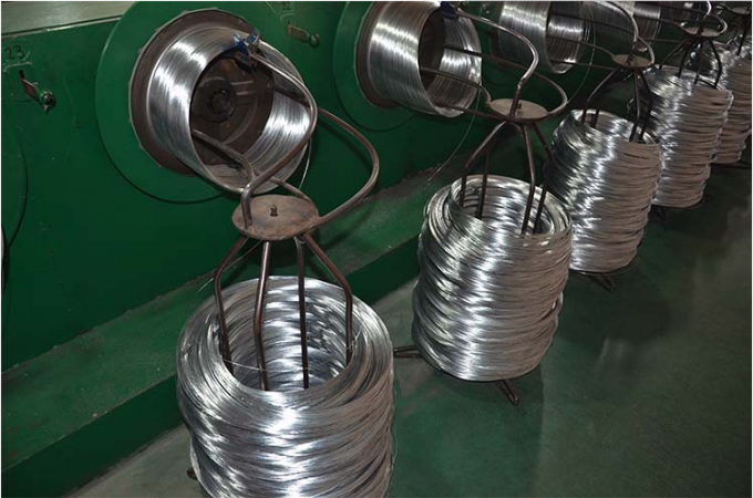 2 . 0 kg BWG 24 - BWG 6 Carbon Steel Wire With Zinc Coating Galvanized