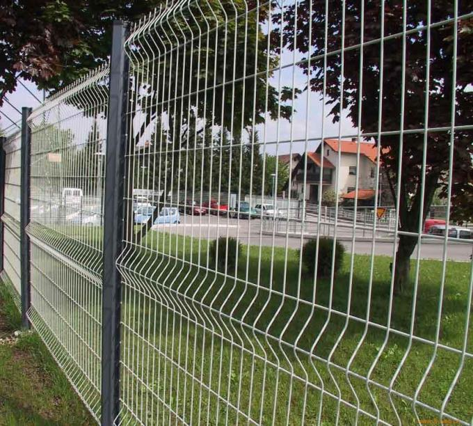 Powder Coating Triangular Bending Welded Mesh Fence / Garden Fence Wire Mesh